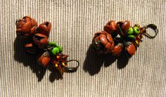 Orecchini in vera pelle marrone con gemme in ambra e avventurina - Brown real leather earrings with amber and goldstone beads
