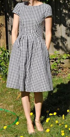 Cute dress from a Simplicity pattern - going to try this with my 4 yards of navy silk gingham fabric.