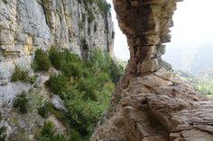 Parois d'escalade à Omblèze - Accompagnés de Guides -  de nombreuses possibilités de Rando's Valley pour débuter dans un cadre magnifique.