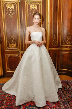 A model poses for first looks prior to the start of the Oscar De La Renta Bridal Spring 2018 show at The Morgan Library