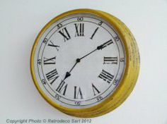 Horloge antique moutarde, déco atelier,   #horloge #bloomingville