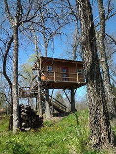 Outside of the Chickasaw National Recreation Area & the #Lake of the Arbuckles in south-central #Oklahoma, Rock Creek Retreat offers treetop #cabins perfect for a secluded getaway.
