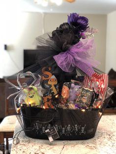 Dulceros Halloween, Adornos Halloween, Scary Halloween Decorations, Halloween Dinner, Halloween Desserts, Halloween Treats, Halloween Gift Baskets, Halloween Care Packages, Kids Gift Baskets