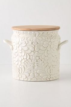 Would make an adorable cookie jar, too bad it has some pretty negative reviews. Maybe anthropologie should look into fixing it because I can't let myself pay so much for something that doesn't even work.