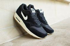 """Nike Air Max 1 Essential """"Black & Gum"""""""