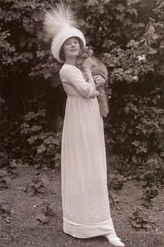 Misnamed: this is Anna Pavlova, Russian prima ballerina, who died in Anna Pavlovna died in the Anna Pavlovna and her cat ~ via Historical Fashion Society Anna Pavlova, Belle Epoque, Crazy Cat Lady, Crazy Cats, Ballet Russe, Animal Gato, Photo Chat, Russian Ballet, Cat People
