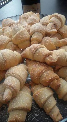Un dolce risveglio con i cornetti fatti in casa - L'Abruzzo è servito   Quotidiano di ricette e notizie d'AbruzzoL'Abruzzo è servito   Quotidiano di ricette e notizie d'Abruzzo