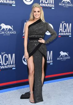 Las Vegas, Carrie Underwood Pictures, Beauty And Fashion, Star Fashion, Women's Fashion, Fashion Outfits, Strapless Dress Formal, Formal Dresses, Sexy Dresses