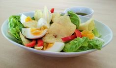 Egg & Chip Salad - This is a very easy and quick salad to make, especially for unannounced guests or those days you just don't really feel like cooking. Cobb Salad, Salads, Chips, Veggies, Meals, Cooking, How To Make, Food, Kitchen