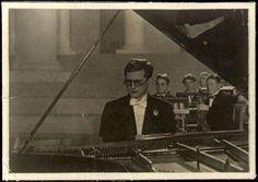 boz-pot:Dmitri Shostakovich playing Piano Concerto No.1, 1940.(From DSCH Shostakovich Journal)