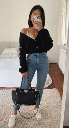First Date Outfit Casual, Date Night Outfit Classy, Cute Casual Outfits, Simple Outfits, Stylish Outfits, Classy Jeans Outfit, Black Trousers Outfit Casual, Casual Night Out Outfit Summer, Summer Date Night Outfit
