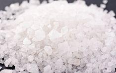 Ta historia została znaleziona w starej gazecie. Mowa jest w niej o niezwykłych właściwościach leczniczych soli, którą stosowano w czasie ...