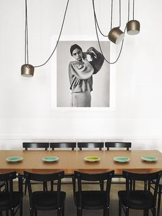 The FLOS Aim Multi Light Pendant, proving its unequivocally both. Room Interior Design, Interior Exterior, Apartment Interior, Dining Room Blue, Dining Room Design, Dining Rooms, Dining Table Lighting, Dining Area, Hotel Interiors