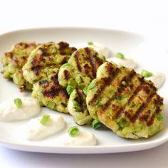 Avokádós-csirkés hamburgerpogácsa recept Okra, Baked Potato, Zucchini, Hamburger, Potatoes, Baking, Vegetables, Ethnic Recipes, Foods