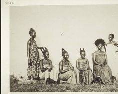 Young women doing their hair. :: International Mission Photography Archive, ca.1888-95 Photo Friedrich Ramseyer. Basel Mission Archive