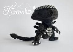 Alien xenomorph crochet pattern by Krawka - best geek crochet pattern ever!, alien franchise, predator, prometheus, facehugger, chestburster, ridley scott inspired