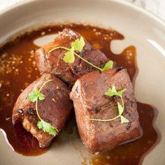 Varkenshaasje met honing en gember – Knack Weekend #16 Pureed Food Recipes, Meat Recipes, Snack Recipes, Healthy Recipes, Snacks, Healthy Food, Avocado Vinaigrette, Tapas, I Want Food