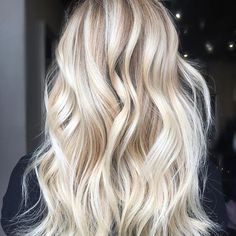 Are you looking for best hair colors to apply for long hair? Just see here, we have made a collection of fantastic long balayage colored hairstyles Blonde Hair Looks, Brown Blonde Hair, Medium Blonde, Hair Medium, Blond Beige, Balayage Blond, Gorgeous Hair, Beautiful, Hair Highlights
