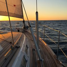 5 Popular Types of Sailboats and Why They're Loved – Voyage Afield Summer Aesthetic, Travel Aesthetic, Summer Feeling, Summer Vibes, Summer Dream, Jolie Photo, Places To Go, Beautiful Places, Travel Photography