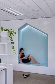 Office Workspaces Design Tips? Interior Design Color Schemes, Office Interior Design, Office Interiors, Office Designs, Office Ideas, Workspaces Design, Modern Office Decor, Modern Offices, Home Modern