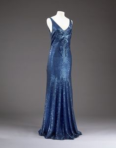 """omgthatdress: Dress Coco Chanel, 1932 The. - omgthatdress: """"Dress Coco Chanel, 1932 The Victoria & Albert Museum """" Vintage Chanel, Vintage Couture, Coco Chanel, Chanel Paris, Chanel Black, Vintage Gowns, Vintage Outfits, 1930s Fashion, Vintage Fashion"""