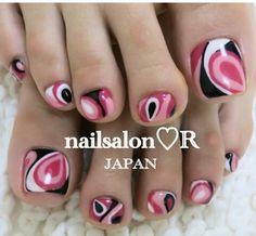 Pedicure: pink, black and white design