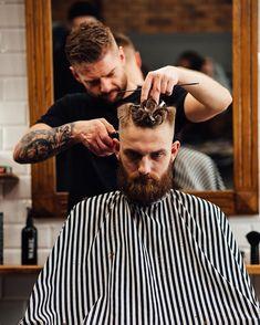 Tony Barber, Barber King, Beard Haircut, Diy Haircut, Barba Van Dyke, Barber Shop Pictures, Corte Fade, Best Beard Oil, Barber Apron