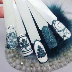 Like green color - Nägel Winter - Nail Christmas Nail Designs, Christmas Nail Art, Xmas Nails, Holiday Nails, Winter Nail Art, Winter Nails, Nail Art Noel, Blue Nail Designs, Super Nails