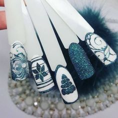 Like green color - Nägel Winter - Nail Christmas Nail Designs, Christmas Nail Art, Xmas Nails, Holiday Nails, Winter Nail Art, Winter Nails, Nail Art Designs, Nails Design, Nail Effects