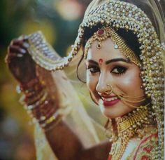 Ideas wedding photography ideas rings style for 2019 Indian Bridal Photos, Indian Bridal Sarees, Indian Bridal Makeup, Indian Bridal Fashion, Indian Wedding Couple Photography, Indian Wedding Bride, Wedding Photography Poses, Photography Ideas, Bridal Poses