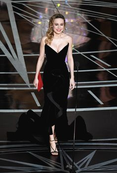 Brie Larson arrives on stage to present the Best Actor award at the 89th Oscars on February 26, 2017 in Hollywood, California.