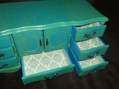 A way to give those old wooden jewelry boxes a really cute face lift!