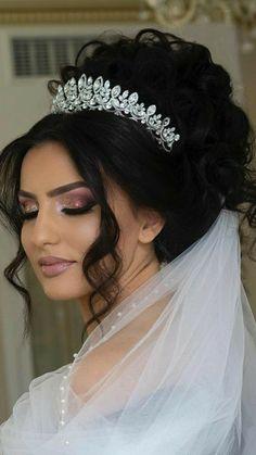 Bridesmaid Shirts, Princess Wedding, Look, Crown, Jewerly, Fashion, Makeup For Brides, Wedding Make Up, Makeup Course