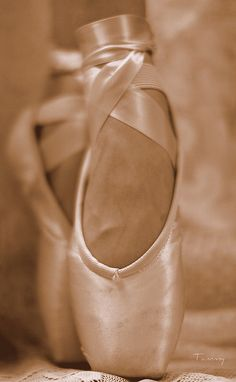 Aw, pointe. Us dancers toes/feet get ruined, but when dancing I feel so much joy and graceful on pointe that I don't care about my feet.