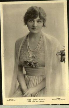 http://laimagendelsiglo.blogspot.fr/2012/06/divas-de-la-belle-epoque-lily-elsie-iii.html