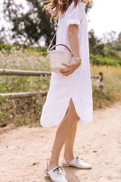 The Linen Gown You Want For Summer time through might i've that? Linen Dress Pattern, Simple Dress Pattern, Simple Summer Outfits, Casual Summer Dresses, Linen Summer Dresses, Summer Chic, Simple Dresses, Simple White Dress, White Linen Dresses