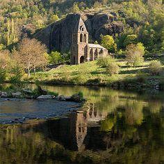 Auvergne > Haute-Loire > Saint-Julien-des-Chazes > Chapelle Sainte-Marie-des-Chazes > Eglise