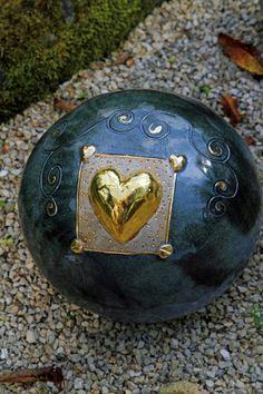 hauptsache keramik: Samstag Ceramic Decor, Ceramic Pottery, Pottery Art, Ceramic Art, Sculpture Art, Sculptures, Recycled Glass Bottles, Garden Ornaments, Air Dry Clay
