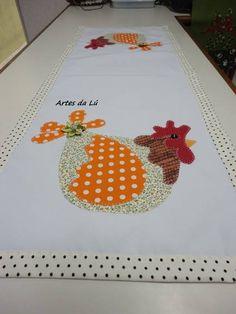 Caminho de mesa com motivo galinha. Tamnho 1,00m/0,35cm