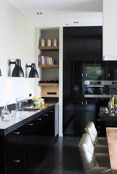 Eerbeek - Lodder Keukens Kitchen Design Small, Interior, Home, Kitchen Cabinets, Small Kitchen, New Homes, Kitchen Dining, Home Kitchens, Kitchen Design