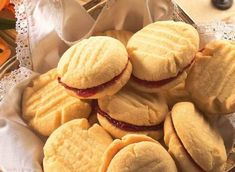 Recipes for south african cookies - Cookie man recipes Easy Cookie Recipes, Dessert Recipes, Desserts, My Favorite Food, Favorite Recipes, Melting Moments, Other Recipes, Free Recipes, South African Recipes