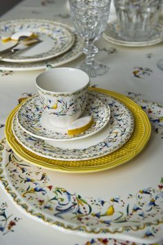 Gien dinnerware Dinner Wear, China Painting, Elegant Table, Holiday Tables, Boutique, The Dish, Tablescapes, Tea Time, Tea Cups