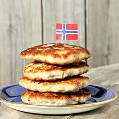 plain norwegian pollock fishcakes - yum! Fishcakes, Norwegian Food, Celeriac, Fennel, Get Healthy, Hyponatremia, Vitamins, Food And Drink, Tasty