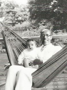 Mário de Andrade em 1940 com seu sobrinho Carlos Augusto, hoje porta-voz da família