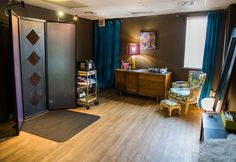 Shade Sunless's airbrush tanning room. Photoby Ralph Nardell Photography.