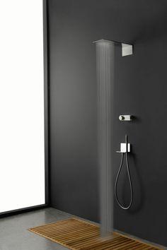 douche à l'italienne avec mitigeur encastrable pour salle de bain moderne