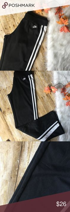 Nike jogging pants ▪️like new ▪️measurements upon request  ▪️always fast shipping  ▪️SAVE 💲 when bundling  ▪️don't be afraid to make me an offer we always can work out a deal 😍💋 Nike Pants Track Pants & Joggers