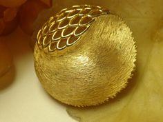 SOLD VTG DESIGNER SIGNED JJ Jonette HUGE Clam Shell Figural Coat Brooch Pin Jewelry #JJJonette #ClamShellFiguralVTGFurCoatJewelryModernist
