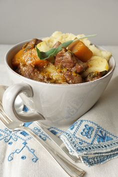 Lamb stew with butternut, apples and ginger {AIP, GAPS, SCD, Paleo} - Healing family eats Lamb Recipes, Paleo Recipes, Whole Food Recipes, Cooking Recipes, Paleo Meals, Savoury Recipes, Ketogenic Recipes, Paleo Soup, Lamb Stew
