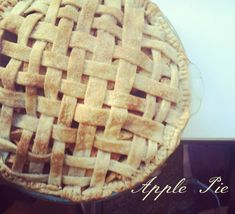 Apple Pie Recipe - Easy and delicious | Lindsay Ann Loft